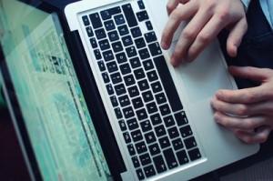 562961 web R B by Corinna Dumat pixelio.de  300x199 Online Flirtbörsen   so erstellst du ein richtiges Profil