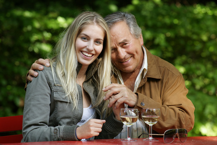 Flirt mit jüngerer frau